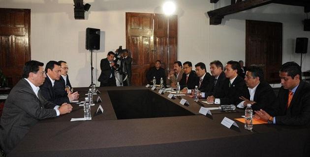 Miguel Ángel Osorio sostuvo reuniones de trabajo con el gobernador Jesús Reyna, líderes partidistas, diputados locales y alcaldes en el marco del Acuerdo por Michoacán