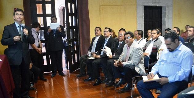 """La conferencia denominada: """"Gestión de los Problemas Sociales"""", impartida por el director de esta área, Daniel Mora Ortega"""