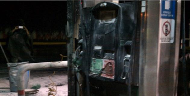 De acuerdo con los reportes, los sujetos arribaron a la zona y pidieron al personal que se retiraran del lugar, para después, lanzar bombas contra el inmueble, por lo que comenzó a incendiarse