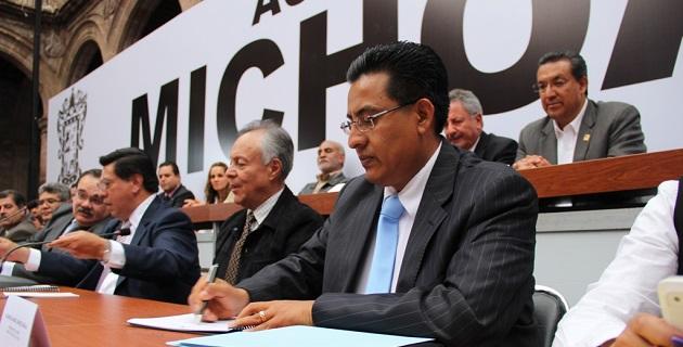 Organismos empresariales, partidos políticos y organizaciones se sumaron a la firma del documento