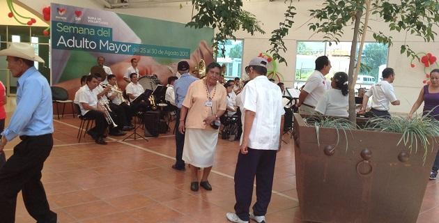 Para cerrar las actividades, por la tarde se realizó un baile del recuerdo con la Orquesta de la Secretaría de Seguridad Pública del estado