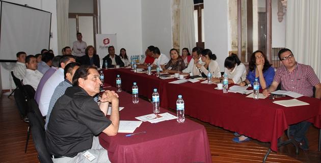 La encargada de presentar los alcances y rubros a evaluar por el estudio fue la Consejera del ITAIMICH, Irma Nora Valencia