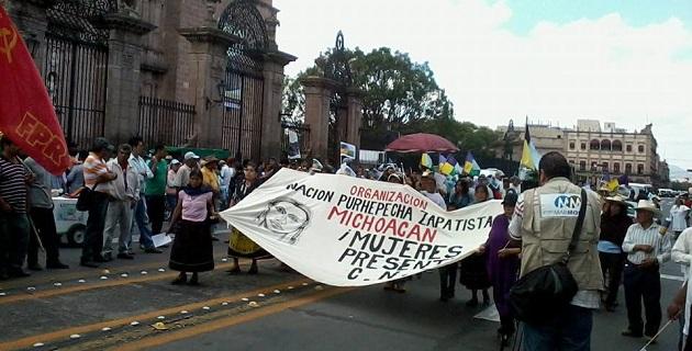 La marcha partió del Monumento al General Lázaro Cárdenas, recorrió la Avenida Madero Poniente y arribó a Palacio de Gobierno, donde en estos momentos se realiza un mitin