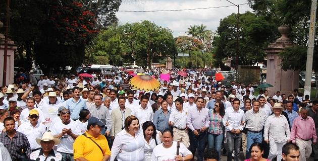El evento consistió en una guardia de honor en el Monumento a Cárdenas del Río y después una marcha por las calles de la ciudad para concluir con un mitin
