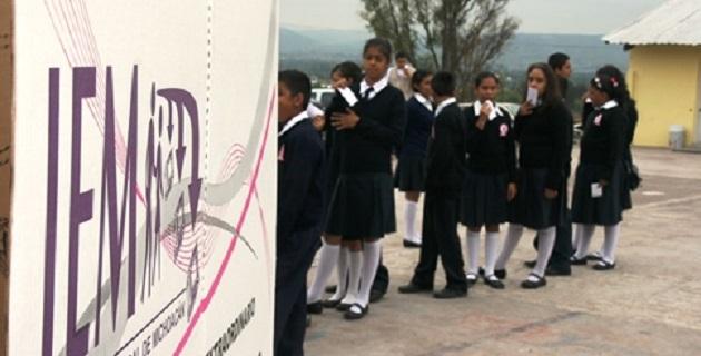 La elección escolar se llevó a cabo en la Escuela Secundaria Técnica No.142 que se encuentra en el Fraccionamiento Campestre Tarímbaro