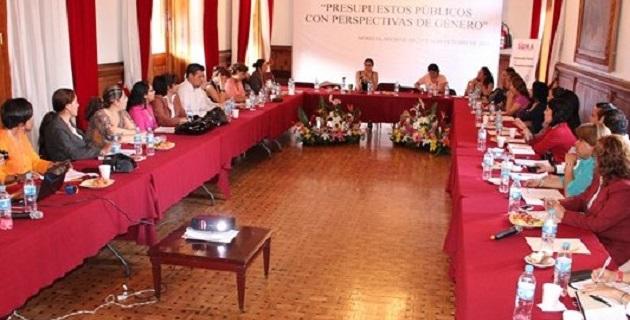 """La mesa de trabajo fue dirigida por, Luisa Emilia Reyes Zuñiga, integrante de """"Iniciativa SUMA, Democracia es Igualdad"""""""