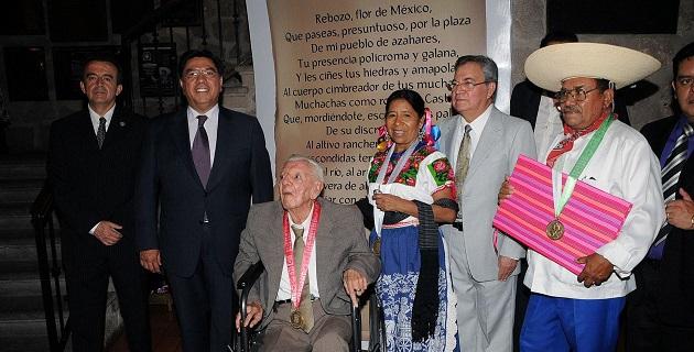 Los ganadores de este año: la maqueadora Martina Navarro, el músico Juan Pérez Morfín y el poeta Francisco Elizalde García