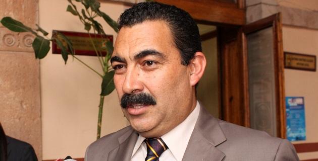La ausencia del gobernador Fausto Vallejo y su posible regreso sin necesidad de un dictamen médico es un hecho inédito, señaló el diputado del PAN