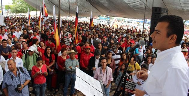 En relación a la Reforma Energética el diputado del PRD reiteró que los legisladores no podemos ni debemos tomar una decisión contraria a la voluntad del pueblo de México