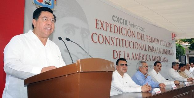 En los actos cívicos realizados en Apatzingán participaron autoridades de los tres niveles de gobierno, así como legisladores federales y locales