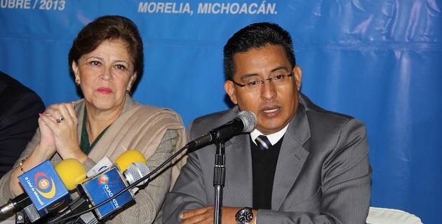 Podríamos estar presenciando el inicio de una burda y descarada complicidad entre priístas y perredistas para ocultar los malos manejos, señaló Chávez Zavala