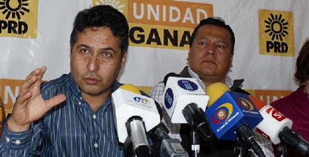 Báez Ceja señaló que Fausto Vallejo ya no puede gobernar a Michoacán; asegura que se pretende esconder el hecho tras discursos mediáticos