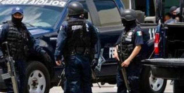 El alcalde, Casimiro Quezada, informó que en el encuentro un comandante de la Policía Federal pidió el voto de confianza a los elementos de los grupos de autodefensa para que les permitan tomar el control de la seguridad