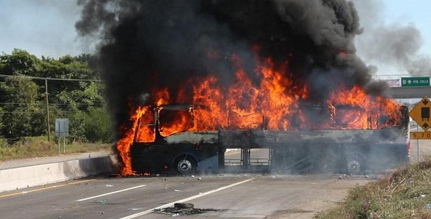 Desde la mañana de este domingo ya se reportaba un bloqueo carretero por parte de civiles en la zona