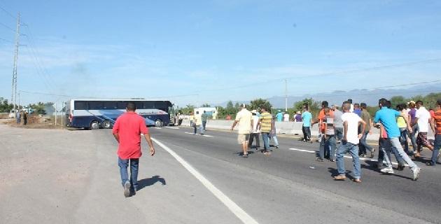 Las corridas de autobuses hacia la región se mantienen suspendidas, pero no se descarta la posibilidad de que nuevamente sean secuestrados y quemados vehículos en la zona