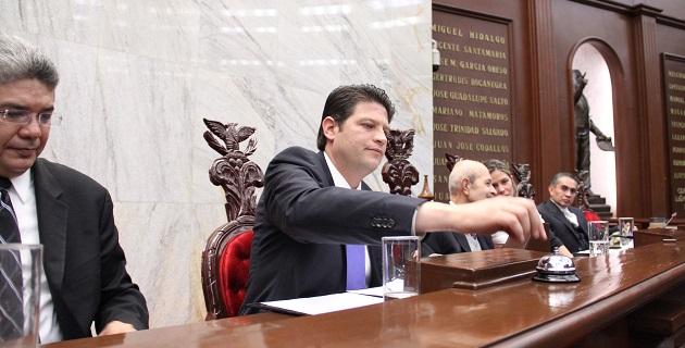 A la sesión acudieron el gobernador de Michoacán, Fausto Vallejo, y el presidente del Consejo del Poder Judicial, Juan Antonio Magaña de la Mora