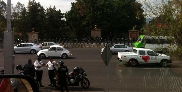 Por la mañana los docentes bloquearon la circulación en la Avenida Ventura Puente; por el momento no han hecho lo mismo en la residencia oficial del gobernador de Michoacán