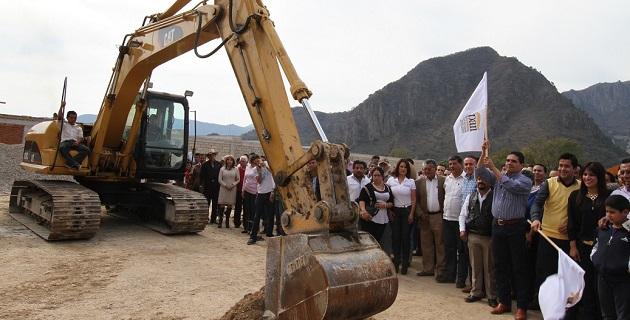 El inicio de los trabajos, con inversión federal de 50 mdp, fue presidido por el diputado federal Aureoles Conejo y el alcalde Carlos Paredes