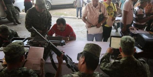 Acerca de las declaraciones realizadas por el titular de la PGR, Jesús Murillo Karam, de que el cártel de Jalisco entregó armas a autodefensas, el funcionario federal señaló que establecerá comunicación con la procuraduría o el CISEN