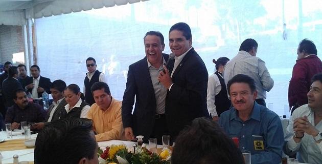 Pascual Sigala celebró su cumpleaños en compañía de los diputados federales Silvano Aureoles y Antonio García, así como del aspirante a la dirigencia nacional, Carlos Navarrete