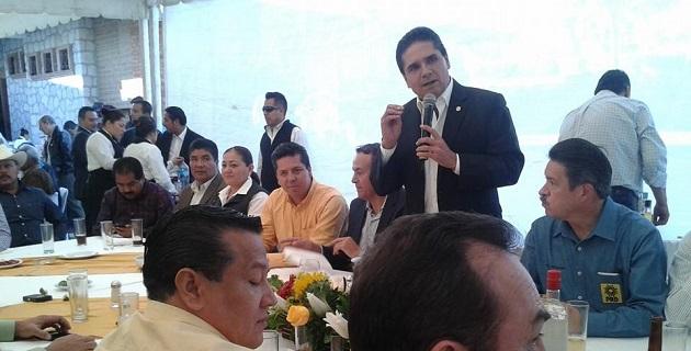 Aureoles Conejo acudió como invitado especial a una comida con motivo del cumpleaños del coordinador estatal del Foro Nuevo Sol, Pascual Sigala; también estuvo presente Carlos Navarrete, aspirante a dirigente nacional del PRD