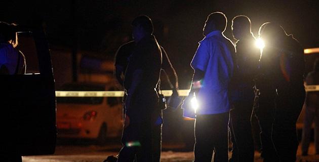 Por lo menos 20 cuerpos se descubrieron en la fosa que se localiza en un paraje del rancho Tres Coronas, en el municipio Tingüindín