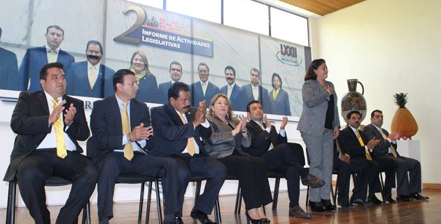 Al evento asistieron el secretario de Gobierno, Jesús Reyna; el presidente de la Junta de Coordinación Política de la Cámara de Diputados, Silvano Aureoles; y el ex gobernador Leonel Godoy, entre otros actores políticos