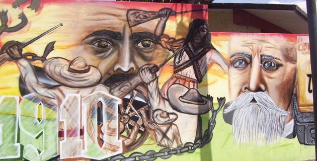 """El mural, que representa una secuencia histórica desde el tiempo de la Revolución Mexicana a la fecha, fue realizado en la barda perimetral de la Escuela Primaria """"Ing. Heberto Castillo Martínez"""""""