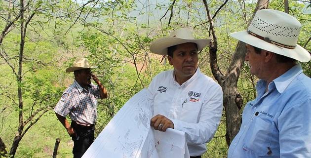 Antonio García destacó que tal gestión la hizo a título personal y con el apoyo de su coordinador parlamentario, Silvano Aureoles, quien gestionó ante la SHCP el folio necesario para arrancar con la construcción