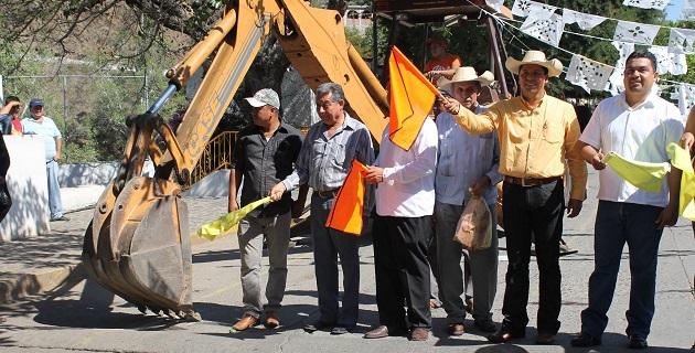Las carreteras y caminos que podrán construirse en la región en este año eran una demanda de varios años, señaló Antonio García