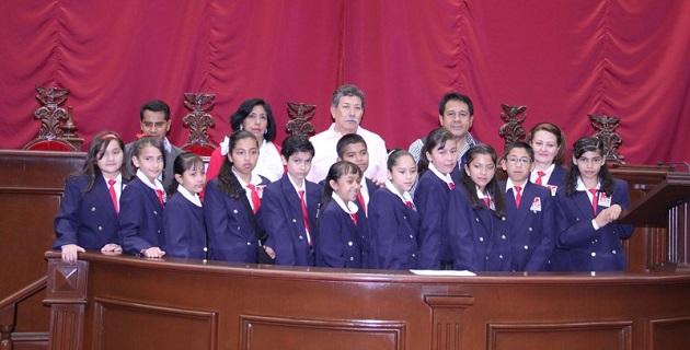 Los diputados Sarbelio Molina y Salomón Fernando Rosales recibieron en el Palacio del Poder Legislativo a los ganadores del 9° Parlamento de las Niñas y los Niños de México