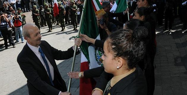 Como orador oficial, el titular de la SEE, Jesús Sierra, manifestó que por instrucción del gobernador Vallejo Figueroa, se escucha, se dialoga y acuerda, en todo aquello que la ley permite