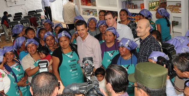 En Chilchota, el mandatario federal anunció la inclusión de 14 municipios de la Meseta Purépecha a la Cruzada Nacional Contra el Hambre, con lo que suman ya 51 municipios en la estrategia