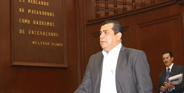 Ibarra Torres sostuvo que la educación es el factor que determina la capacidad de desarrollo de cualquier sociedad