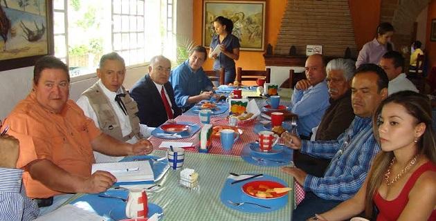 Benítez Vélez se reunió con los presidentes municipales de Chavinda José Luis Castillo García y de Ecuandureo, Jesús Infante Ayala