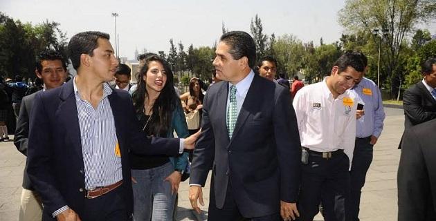Aureoles Conejo refrendó su compromiso para que el 2014 sea un año en que seguirá impulsando la educación en Michoacán