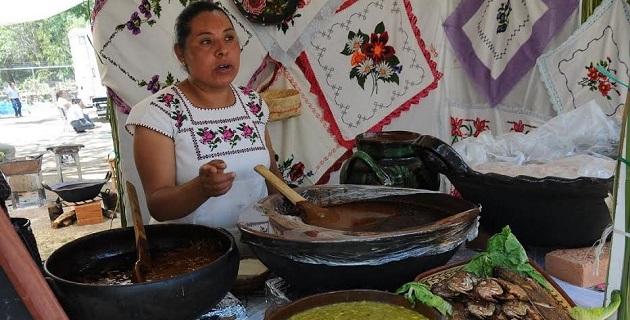 """El secretario de Turismo del Estado, Roberto Monroy, consideró que """"por su nivel de importancia, el Encuentro de Cocina Tradicional debe institucionalizarse independientemente de quién gobierne"""