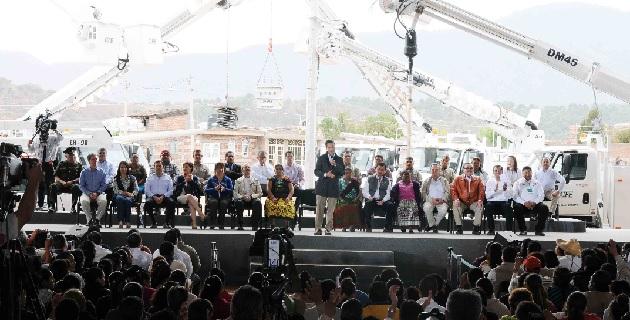 Quiero darle seguridad a Michoacán, cueste lo que cueste, para hacer valer el Estado de Derecho, señaló en Chilchota el presidente de la República