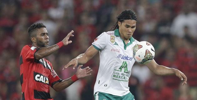El Club León consiguió diez puntos, por lo que acompaña a la siguiente instancia al Bolívar boliviano, líder del grupo 7 con once unidades, que hoy ganó al Emelec ecuatoriano por 2-1