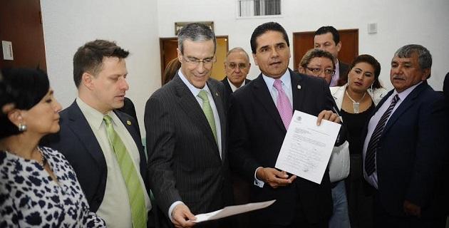 Aureoles Conejo explicó que el artículo 14 de la ley secundaria en materia de consulta popular establece que debe de haber un aviso de intención a la Cámara de Diputados sobre algún tema que se quiera consultar
