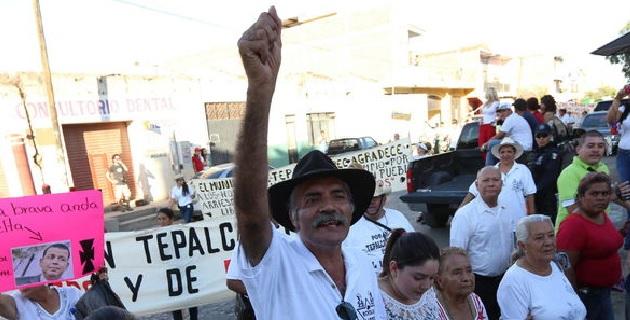José Manuel Mireles reveló ayer que el comisionado nacional Alfredo Castillo los emplazó a dejar las armas a más tardar el 10 de mayo