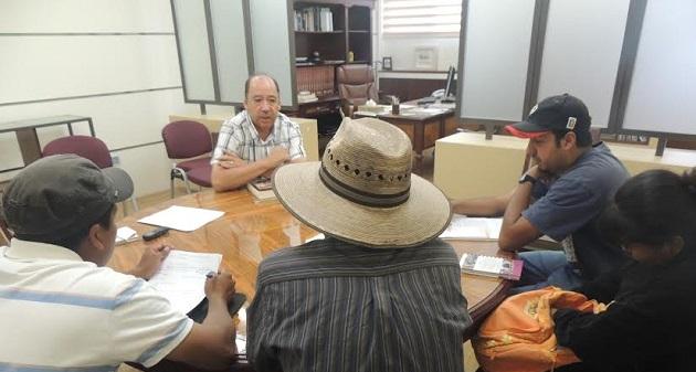 El ombudsman michoacano, José María Cázares, se reunió con la comitiva encabezada por el hermano de una de las afectadas que se encuentra hospitalizada con traumatismo craneoencefálico, Jesús Hernández
