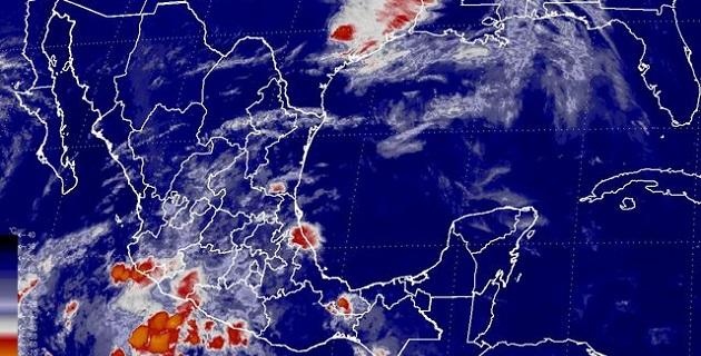 El sistema se desplaza paralelo a las costas del Pacífico mexicano y los desprendimientos nubosos de su amplia circulación alcanzan los estados de Jalisco, Michoacán, Colima y Nayarit