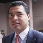 López Mújica explicó que en caso de renuncia por caso grave, el artículo 55 señala que esto será calificado por el Congreso, ante el que se presentará la renuncia