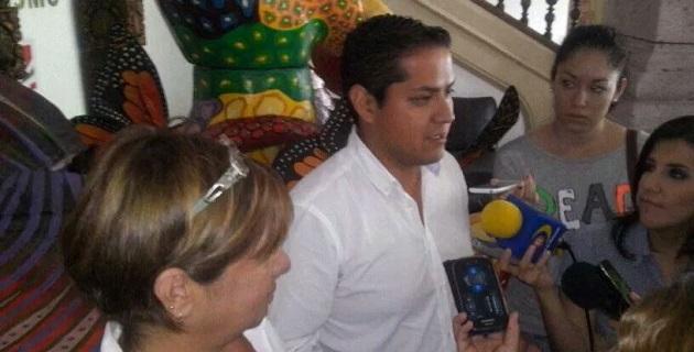 Moncada Sánchez entregó una solicitud de acceso a la información en el área de Acceso a la Información de la Secretaría de Turismo estatal
