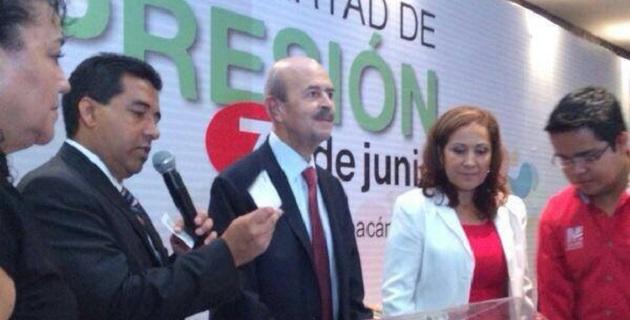 Ante representantes de medios de comunicación de todo Michoacán, reiteró que su regreso al gobierno dependerá de los estudios médicos a los cuales se sujetará a finales de este mes