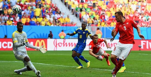 Haris Seferovic, delantero de la Real Sociedad, rompió un empate con el que los suramericanos parecían haberse conformado