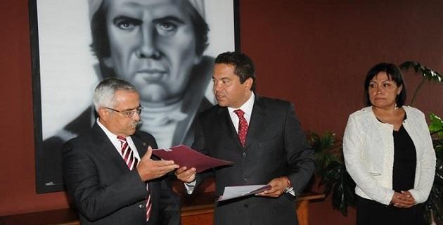 Fue el secretario de Gobierno, Jaime Darío Oseguera, quien luego de recibir de manos del gobernador la titularidad de su nuevo encargo, tomó protesta a Armando Sepúlveda y Georgina Morales