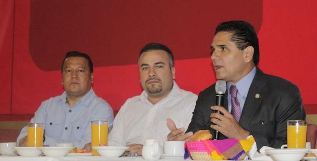 Aureoles Conejo comentó que Jara Guerrero antes de haber agradecido al presidente Enrique Peña Nieto y a Alfredo Castillo su designación como gobernador sustituto, tuvo que haberlo hecho al Congreso del Estado