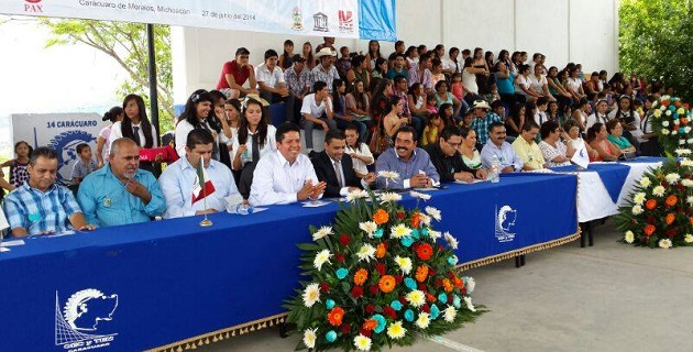 Frente a 50 egresados del CECYTEM y sus familias, García Conejo señaló que hoy en día el estado atraviesa por una situación complicada de rezago económico, social, político, educativo y de infraestructura